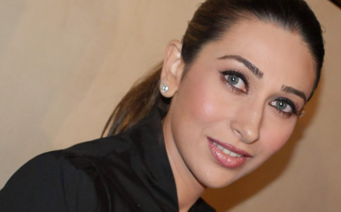 Karishma Kapoor s Makeup, Beauty And Fitness Secrets Revealed